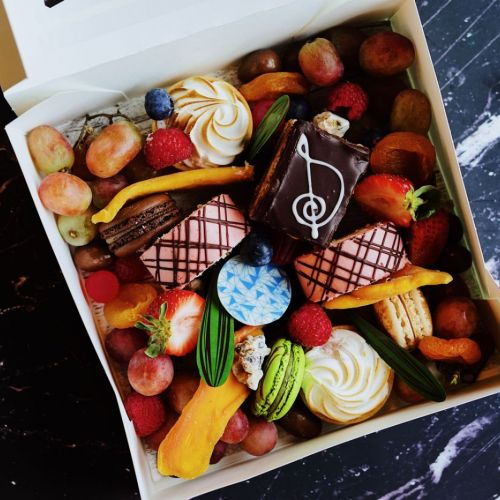 Gourmet Boxes 13